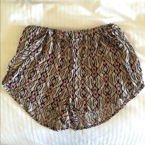Brandy Melville Pants - RARE Brandy Melville Aztec Print Shorts ✨