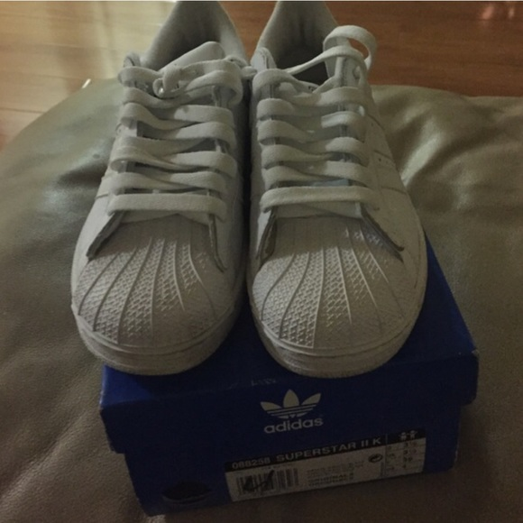 Originals Superstar - White size 4 big kids
