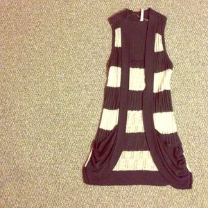 Sweaters - Sleeveless Cardigan