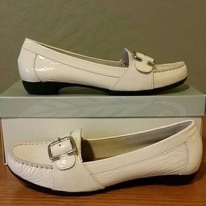 nurture Shoes - New cream patent leather loafer shoes