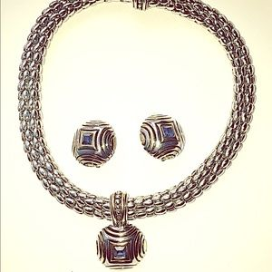 Vintage Jewelry - Gorgeous Vintage necklace with blue stone💙
