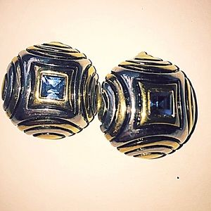 Beautiful Clip on Earrings Vintage!