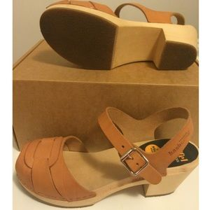 d62aabf6e36 Swedish Hasbeens Shoes - Swedish Hasbeens clog low heel Natural 38 NWT