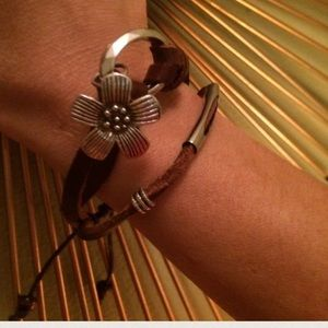 Jewelry - ✨❤host pick: Leather Bracelet - Detachable Flower