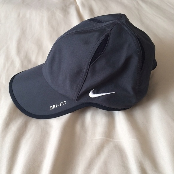 89311c87665 Nike Featherlight Dri Fit hat. M 55f1e84cea99a6f698005e2d