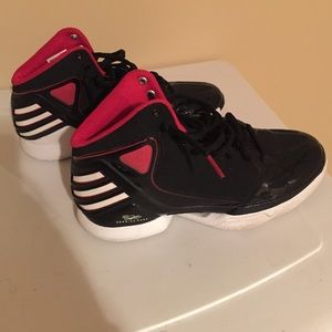 Women s Derrick Rose Adidas Shoes on Poshmark 518f60e33