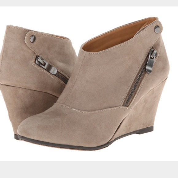 f854e2e6825d New Chinese Laundry Valerie wedge Booties