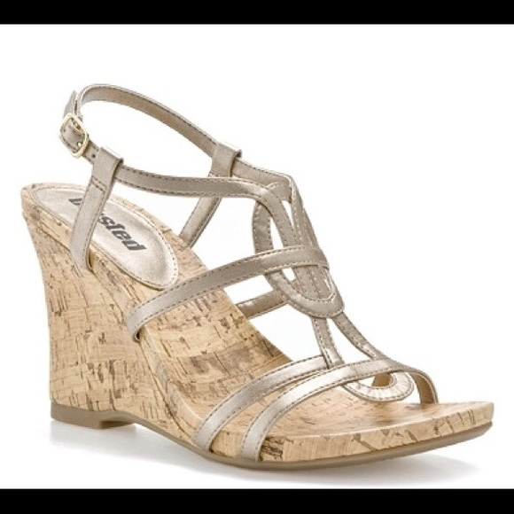 b25a31fa0bf6 Unlisted Gold Strappy Wedge Sandals. M 55fdb07aa72265870e0139b9