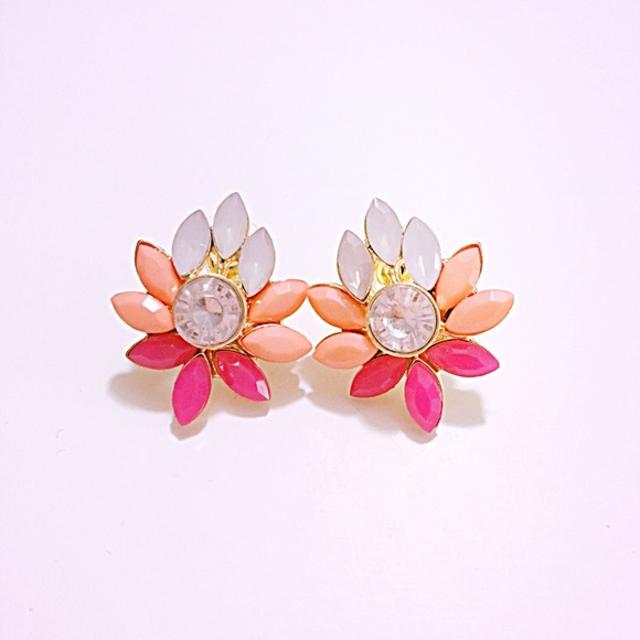 Starlet Fever Jewelry - 🌅👂🏼Magenta & Coral Flower Posts