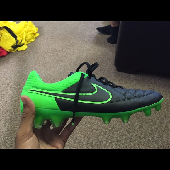 new style 7c172 e34d0 Brand new Nike tiempo cleats green/black NWT