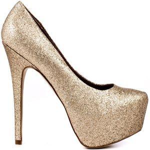 Steve Madden Shoes - Steve Madden gold pumps