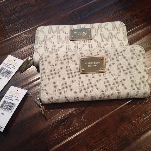 c27dd356cd5b Michael Kors Jet Set Continental Wallet Vanilla
