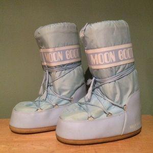 Light Blue Moon Boots sz 42/44