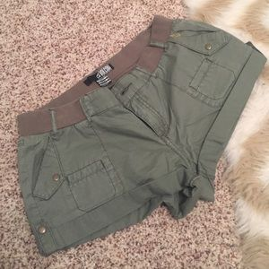 Volcom Pants - Camo green short