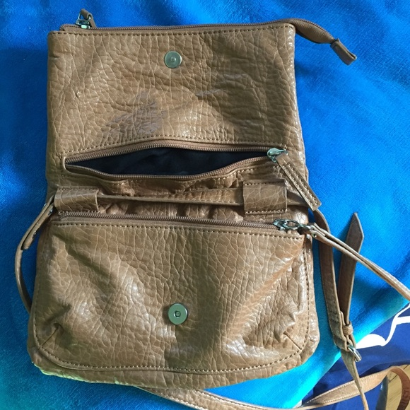 Kenneth Cole Bags - Selling Kenneth Cole satchel. Never used.
