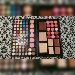 Other - Crown Brush ultimate face palette