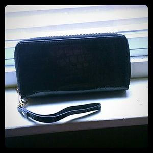 Clutches & Wallets - Black wallet??