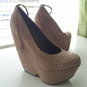 Mia limited edition Shoes - High wedges snake print