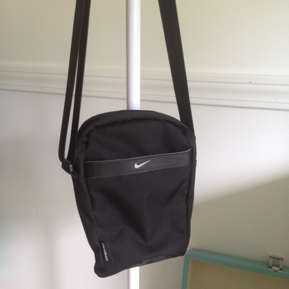 bd23d1c694 Nike mini shoulder bag. M 55f5e567feba1f11d001375f