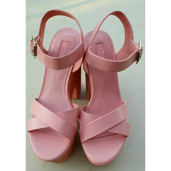 75% off Topshop Shoes - Topshop pink heels from Karen&39s closet on