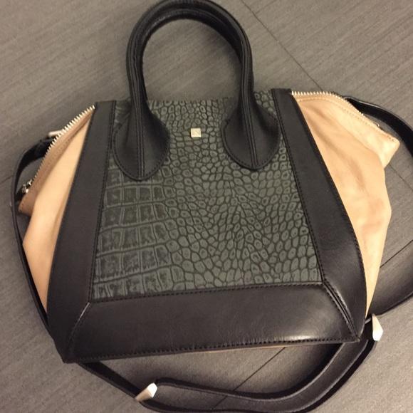Pour la Victoire croc embossed purse. M 55f62fb4afcd0e489b015f77 ea6c51a798