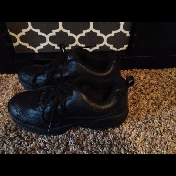 84 shoes nwot server non slip shoes black from