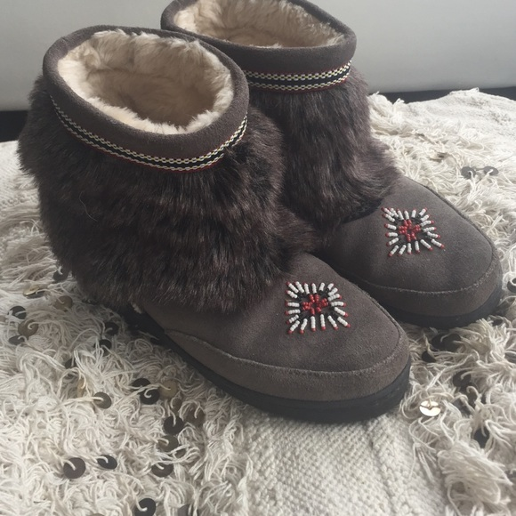 Moccasin Fur Boots Size 8