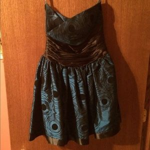 Dresses & Skirts - Short Homecoming Dress