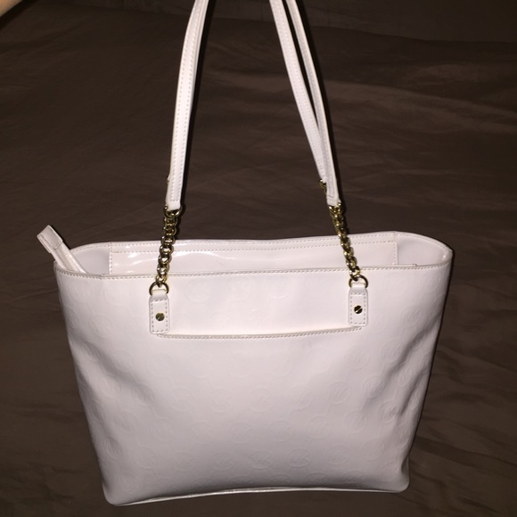 68% off Michael Kors Handbags - White Patent Leather/Gold Chain ...