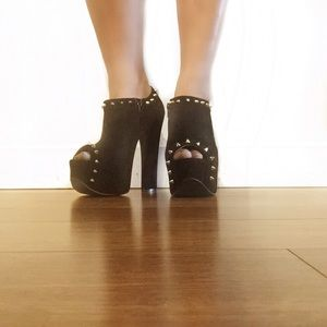 Luichiny black studded booties