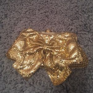 Gold bow clutch