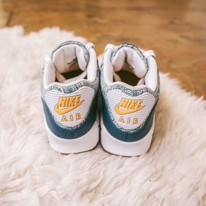 Nike Air Max shoes in paisley blue print