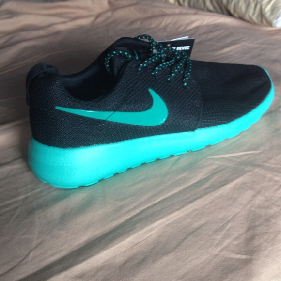 72582a158158 Nike Roshe Run Women black aqua green size 8 NEW