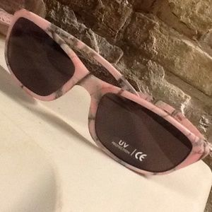 Real Tree pink sunglasses