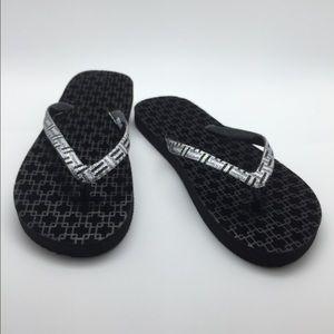 NWT  🎉HP🎉 metallic velvet flatform flip flops 💕