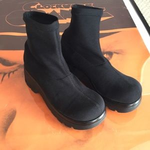 Black neoprene boots💣