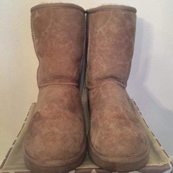 c3466c61a8aa Classic short cream paisley UGG boots. M 55fa090377adea3b180005a9