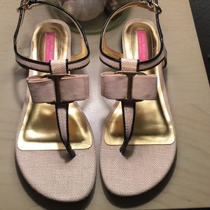 Isaac Mizrahi Textured Cream Sandals Size 6.5
