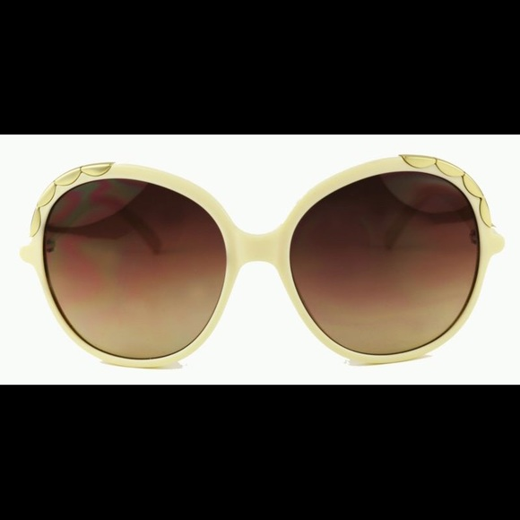 dd4e86d7c4be Chloe - Chloe Sunglasses with Case Cream Gold from Ashley  39 s closet on