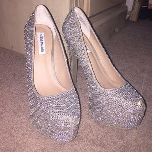 Steve Madden Dyvinal Pewter pumps size 8 brand new