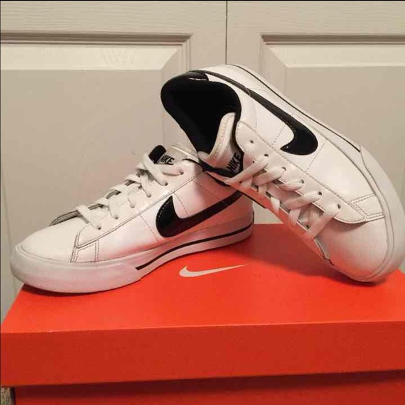 21a2d230dd8872 Like New Nike Sweet Classic Leather Tennis Shoe. M 55fb552aafcd0ef81e007705