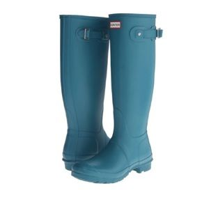 - Hunter boots in bright peacock!