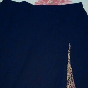 Dresses & Skirts - Cute nee lenth skirt