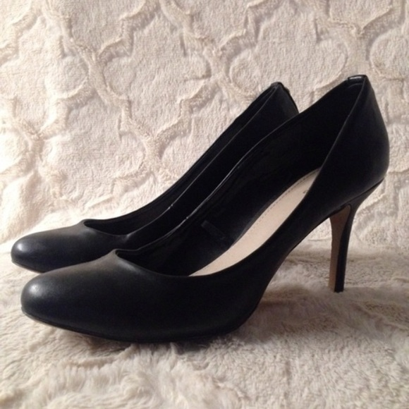 09b61b9f13eb Express Shoes - Simple Black Pumps