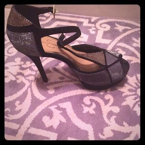 Jessica Simpsons black gold and silver sandal pump