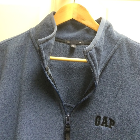 85% off GAP Other - Men's Gap Fleece Pullover from Holly ...
