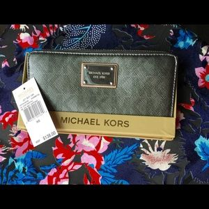 Michael Kors 'Jet Set' Zip Around Wallet