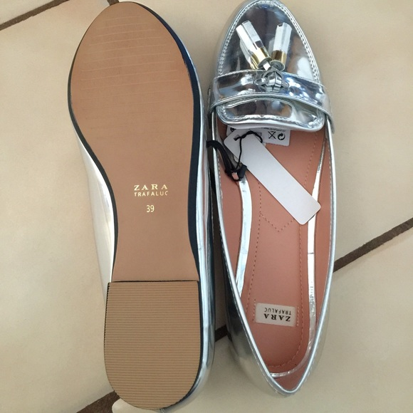 0afd59d7704 Zara Silver Loafer s With Tassel s Size 8 (39)