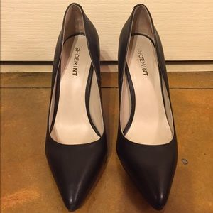 Shoemint Classic Pump in Black