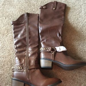Woman knee high tall brown boots